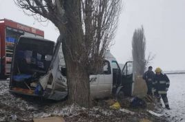 Passenger minibus involved in an accident in Hincesti district